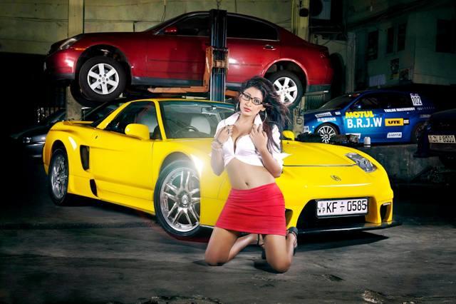 Piumi Hansamali car show