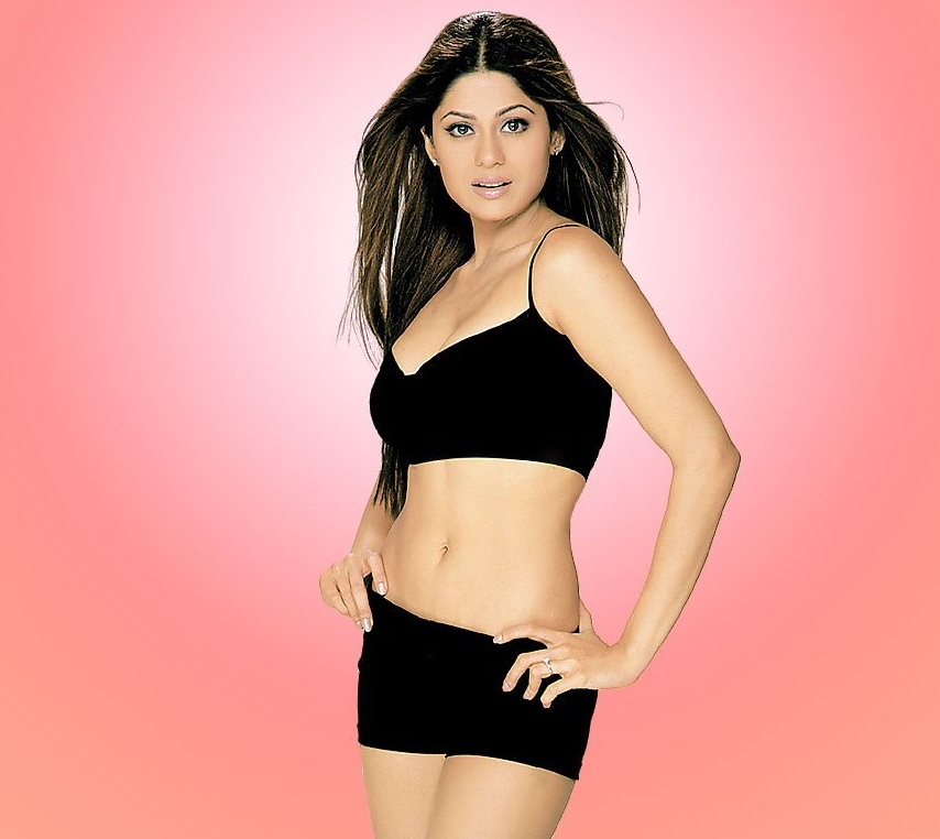 Bollywood Hot Actress Shamita Shetty Wallpapers