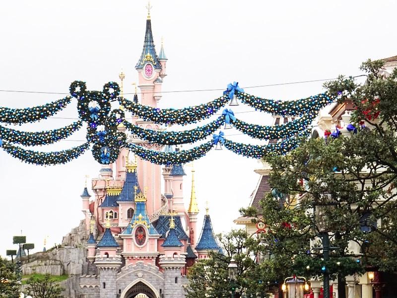 Château de la belle au bois dormant à Noël