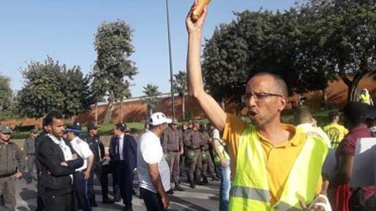 """أساتذة """"الشواهد"""" يزلزلون شوارع الرباط احتجاجا على حيف وزارة أمزازي"""