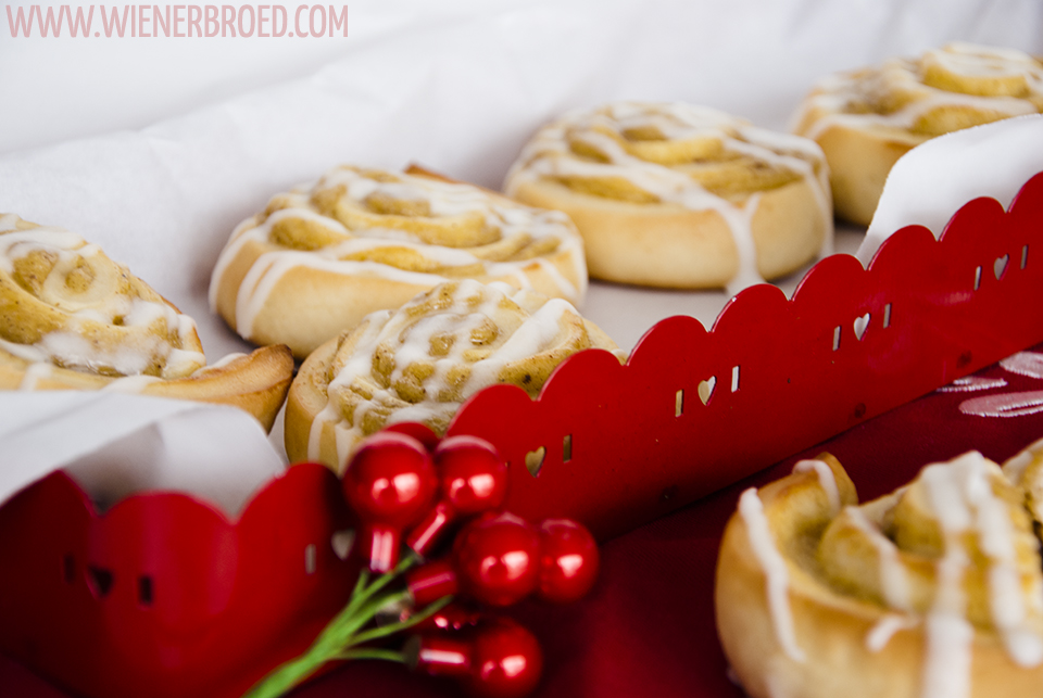 Lebkuchenschnecken / Gingerbread buns [wienerbroed.com] Fluffiger Hefeteig mit leckerer Lebkuchencreme gefüllt / Fluffy yeast dough filled with tasty gingerbread cream