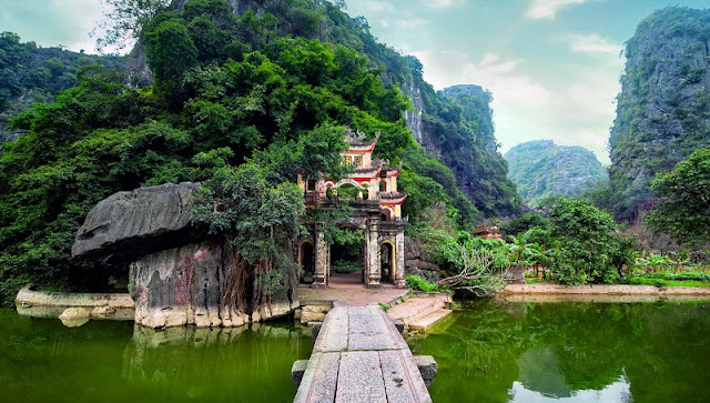 One day experience the spectacular scenery of Ninh Binh land 3