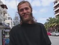 Ρέθυμνο: Αυτός είναι ο ξανθός τουρίστας που έγινε θέμα συζήτησης – Τον σταμάτησε περαστικός