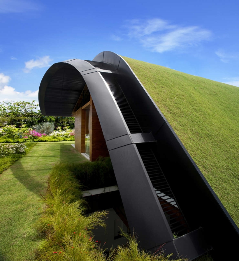 Roof of Amazing home with impressive green roof, Singapore