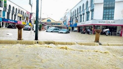 Gambar banjir kilat, maksud banjir kilat, punca banjir kilat berlaku, proses bagaimana banjir kilat terjadi, kesan banjir kilat, banjir kilat di Kajang