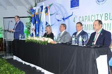 La mesa directiva del acto de apertura se conformó teniendo  a Alejandro Herrera como país anfitrión del seminario,