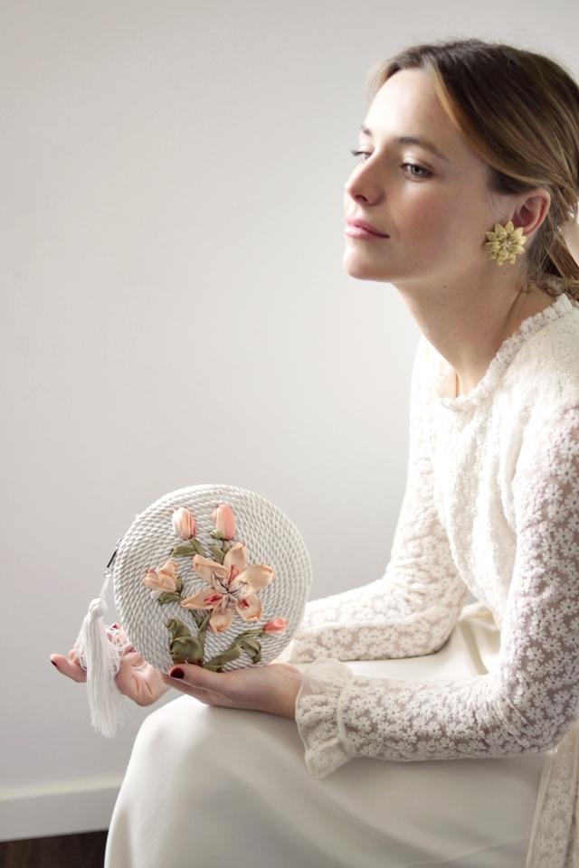 bolso y pendientes para novia olvido madrid - blog mi boda