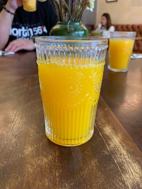 Gdzie najlepiej zjeść pierwszy posiłek w Porto? Krótka lista najlepszych knajpek i kawiarni na smaczne śniadanie.