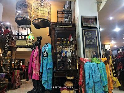 travel blogger - rara febtarina - hamzah batik (mirota batik)