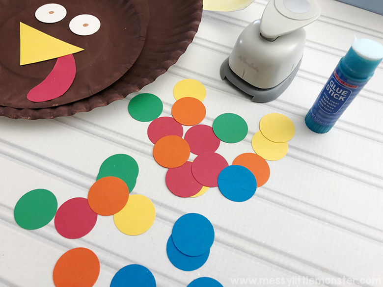 paper plate turkey craft for toddlers and preschoolers. Colour match activity