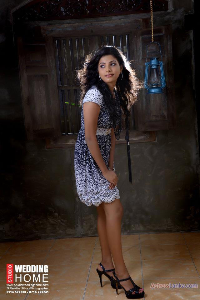 Привлекательное женское платье LAVI-Миди синий