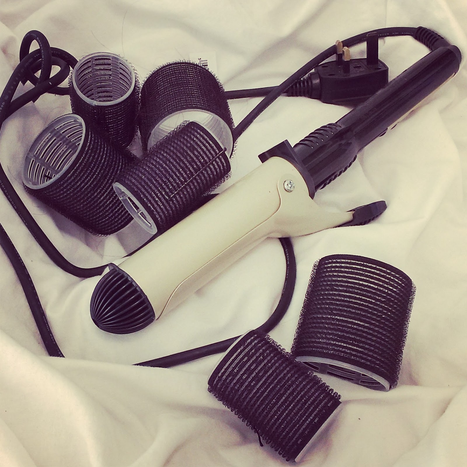 Sayers Style: Using Velcro Rollers To Create Bouncy Curls