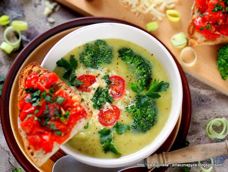 Zupa brokułowa z serem i grzankami