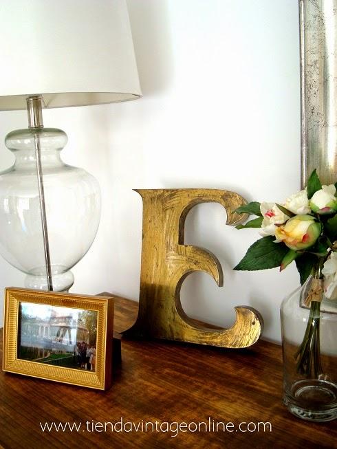 Letras antiguas para decoración. Venta de objetos vintage en valencia.