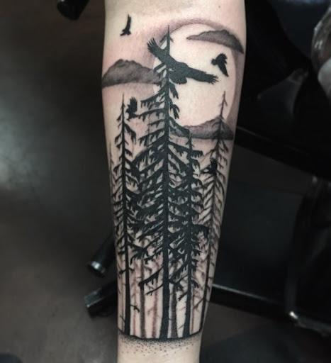 Ficar alto e orgulhoso de suas conquistas assim como a sua tatuagem. É muito simples o que o torna uma tatuagem deve ter.