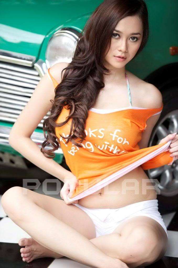 Aura Kasih Hot Orange Shirt Pose Menggoda