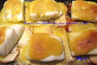 Bacalao con alioli sobre cama de patatas y queso