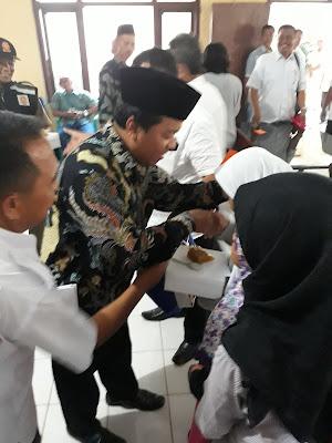 Bupati dan Yayasan Pelita Karawang Santuni Yatim Piatu dan Jompo