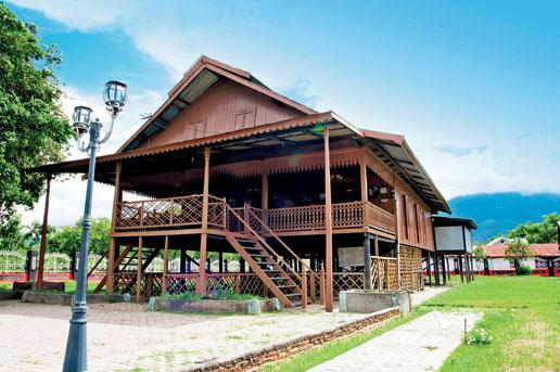 Tempat wisata yang wajib di kunjungi ketika berada di Kota Palu 13 Tempat Wisata Populer Dan Akses Menuju Kota Palu Sulawesi Tengah