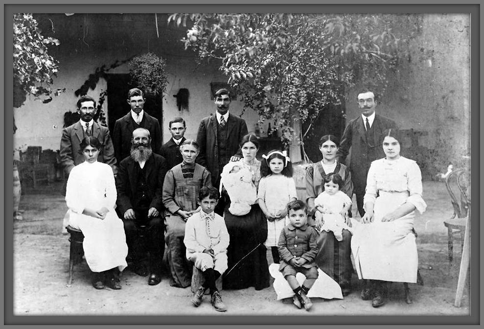 Familias esta foto acaba de cumplir 100 a os a o - Fotos antiguas de macael ...