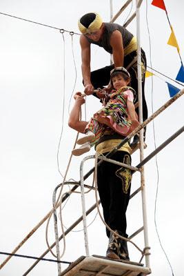 uzbek acrobats, uzbekistan dorboz, uzbek art carft tours