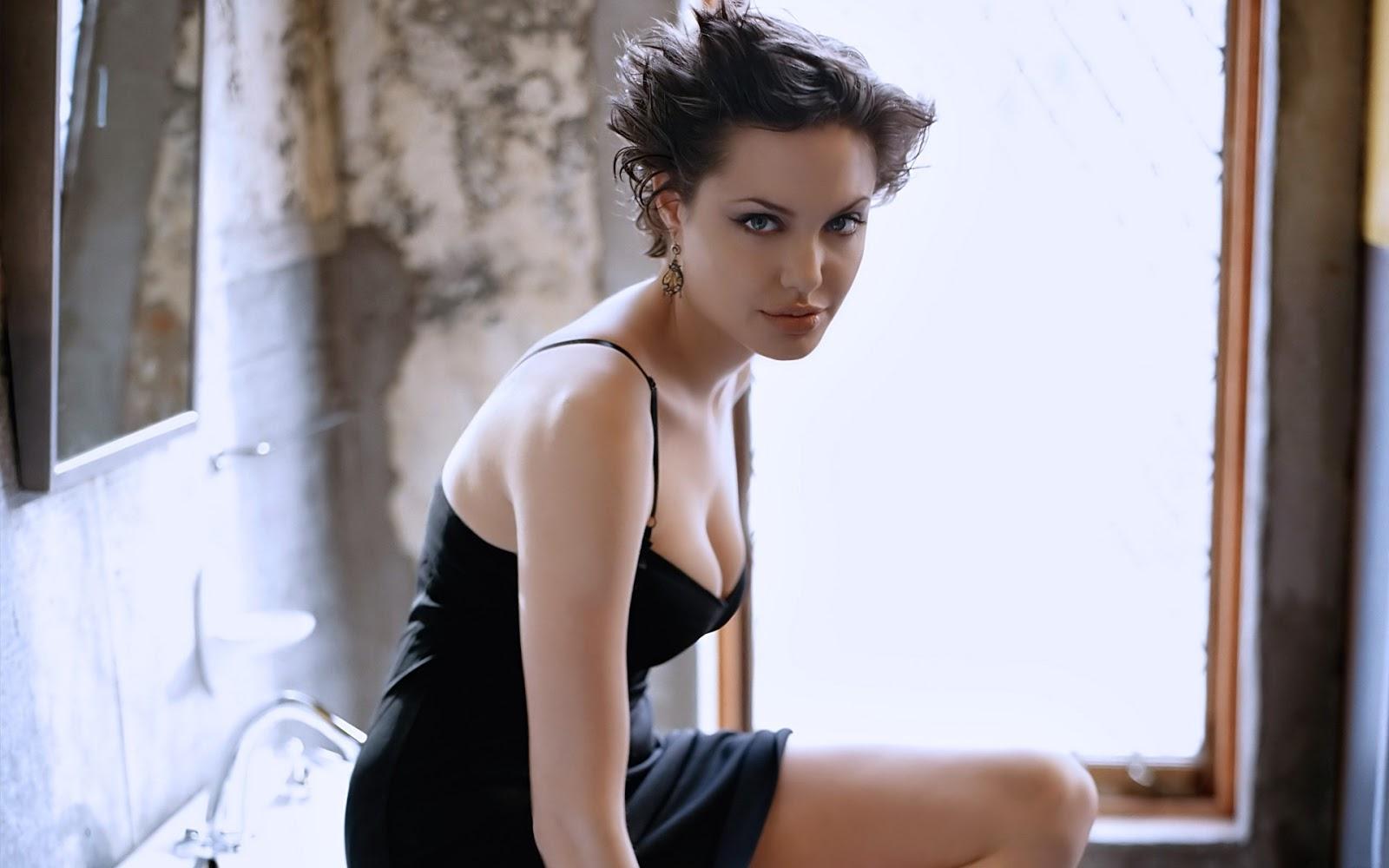 Nude Photos Of Jolie