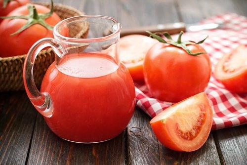 jugo de tomate para cabello sano y fuerte