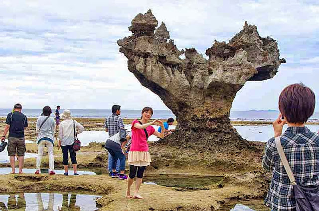 tourists, pose, rock formation, heart