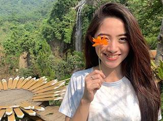 Natalie Zenn Bawa Bunga