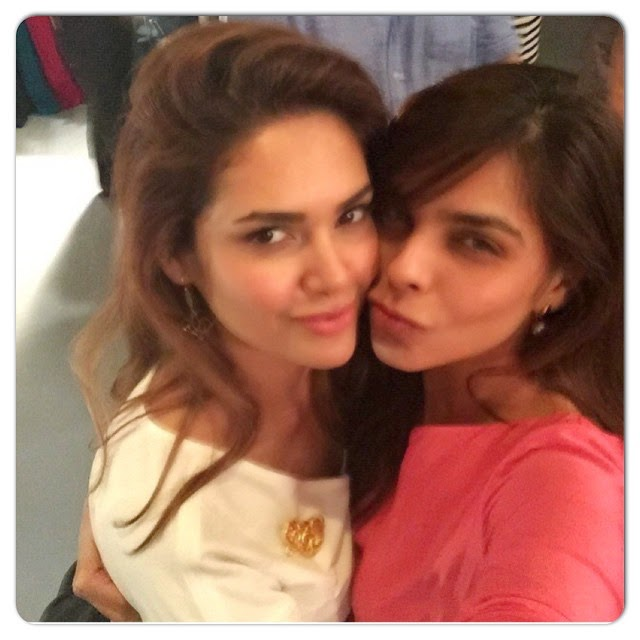 @aasthasharma612 great event tonight at chiv al , the 7 ,.. so glad to have met all the talented people that i did.. proud of you ,.. thank you @makeupbychandnigirdhar for the amazing  m mu , loved it.., Esha Gupta Hot Selfie Pics