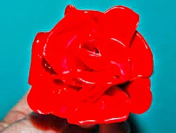 flores feitas de colheres plásticas