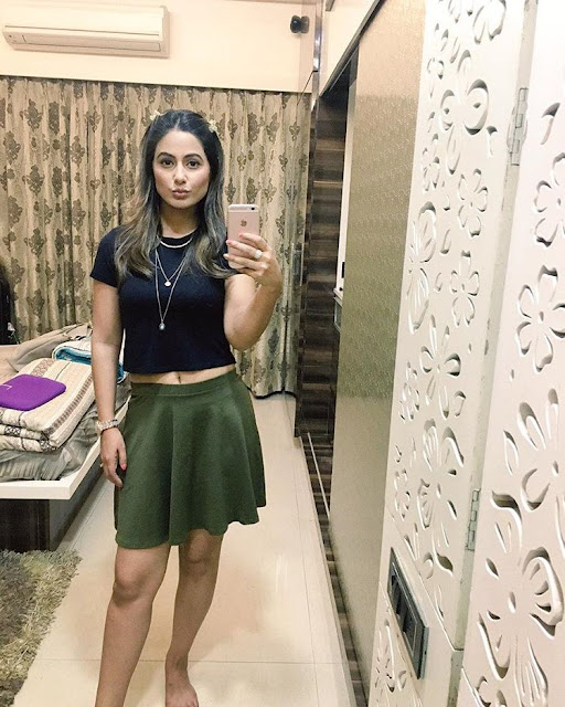 hina khan selfie photo