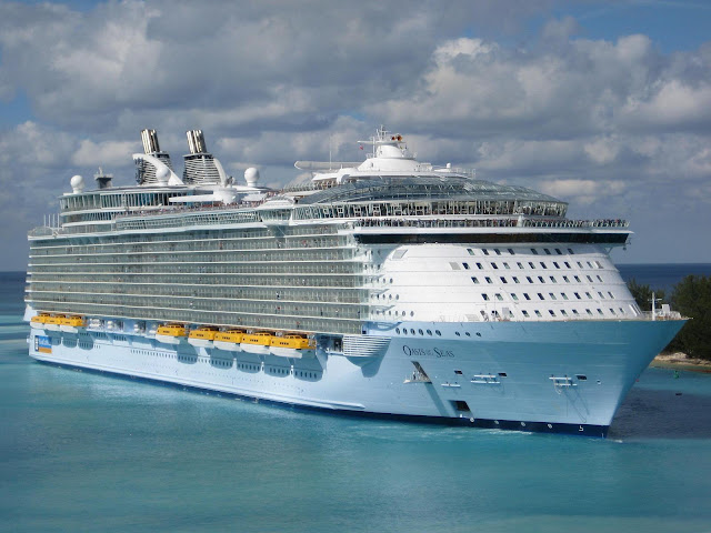 Oasis of the Seas cruise vessel