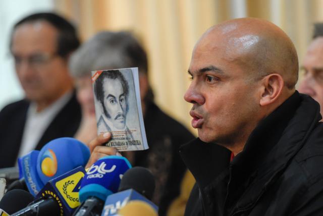 Nicolás Maduro teme que su propia gente lo asesine - Cliver Alcalá Cordones