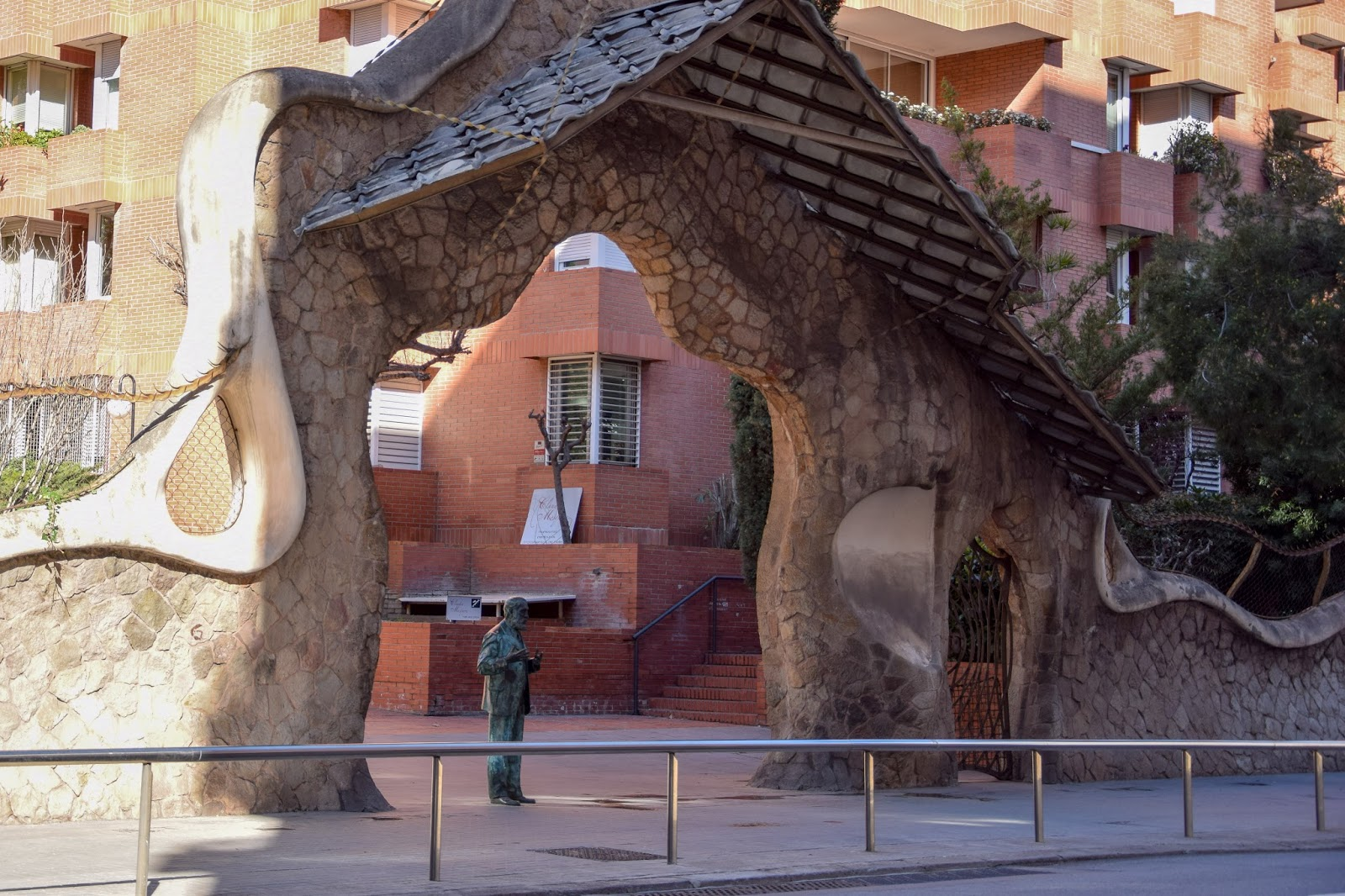 Gaudi Portal Miralles