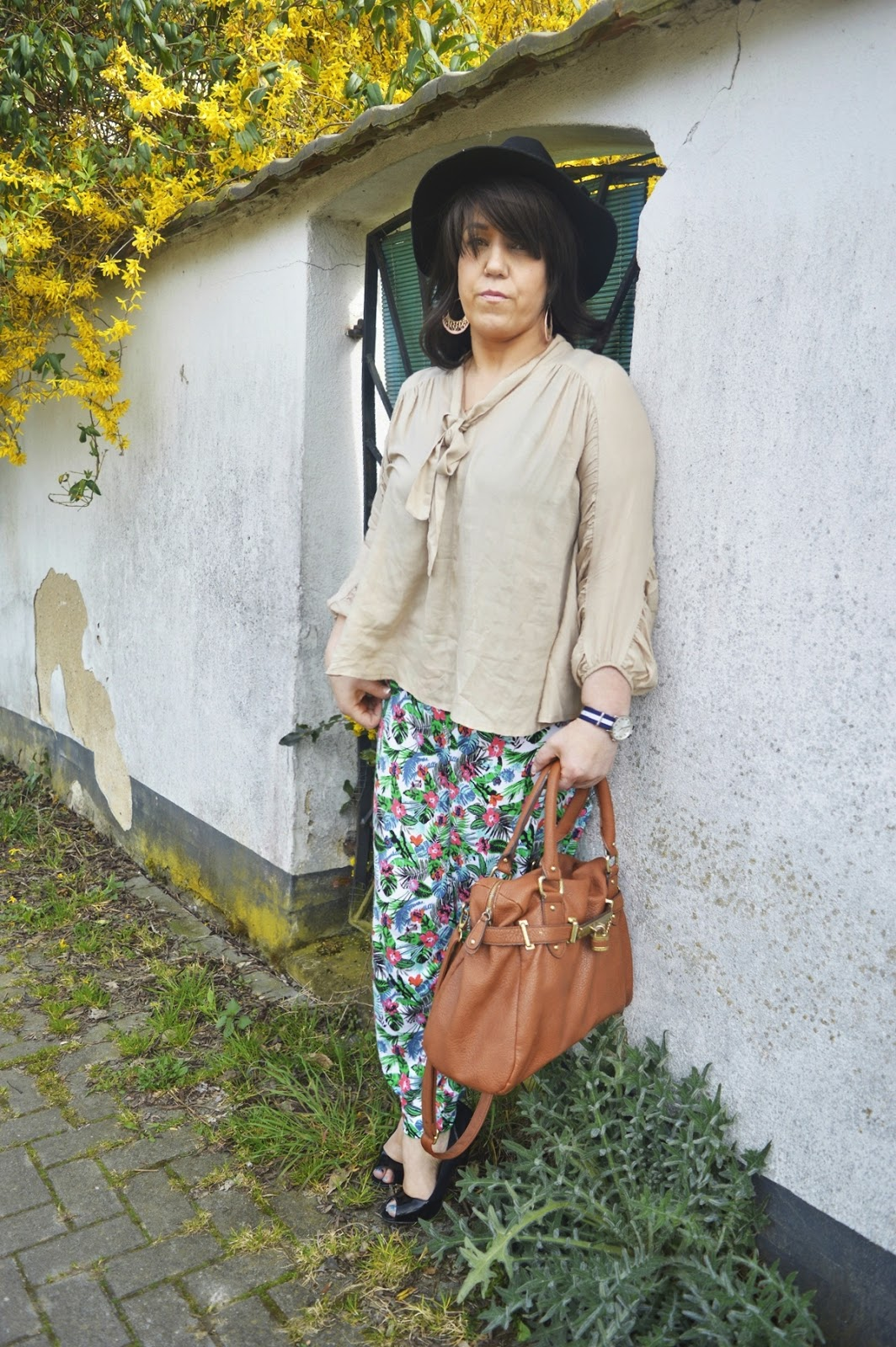 Outfit Post Harem pants & blouse Outfit Photo