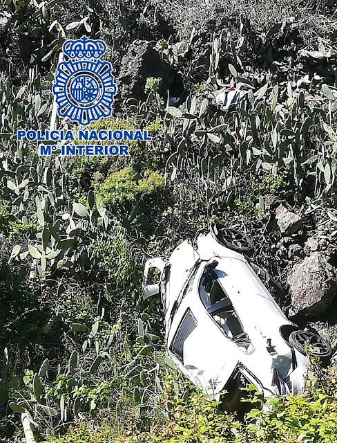 Por presuntas trampas en partida de póker, arrojan su BMW por un barranco, Adeje, Tenerife