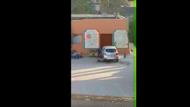 فضيحة تربوية…استنكار كبير لإقدام تلميذ على غسل سيارة مسؤول تربوي داخل المدرسة