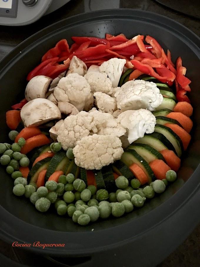 Batch cooking: Albóndigas de tofu con salsa de almendras, verduras al vapor, tortilla de verduras al vapor y salsa de almendras para congelar