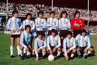 SELECCIÓN DE ARGENTINA - Temporada 1979-80 - Passarella, Santamaría, Olguín, Simón, Tarantini y Fillol; Gallego, Barbas, Ramón Ángel Díaz, Maradona y Valencia - REPÚBLICA DE IRLANDA 0 ARGENTINA 1 (Valencia) - 16/05/1980 - Partido amistoso - Dublín, Irlanda, estadio de Lansdowne Road
