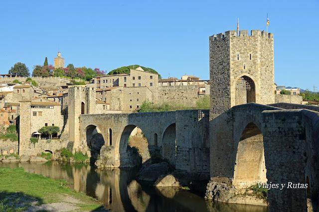 Puente viejo sobre el río Fluviá de Besalú, Girona