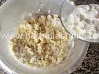 Cornulete cu mac preparare reteta aluat - incorporam smantana