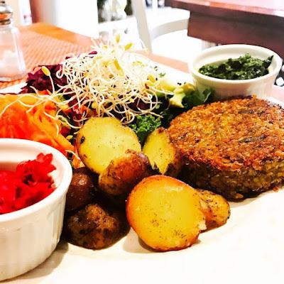 Hamburguesas de lenteja, restaurantes veganos en Lima, Raw Café