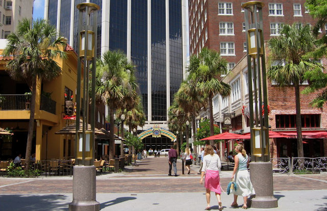Entrada do Wall Street Plaza em Orlando