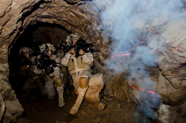 La Legión instruye en combate subterráneo a militares italianos, Infantes de Marina, Policía y Guardia Civil