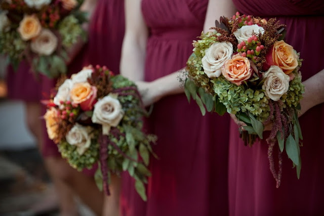 bride+groom+red+crimson+autumn+fall+wedding+rustic+church+october+november+thanksgiving+ceremony+reception+nuptials+bouquet+leaves+leaf+cake+tiffiney+photography+22 - Plum Harvest Jam