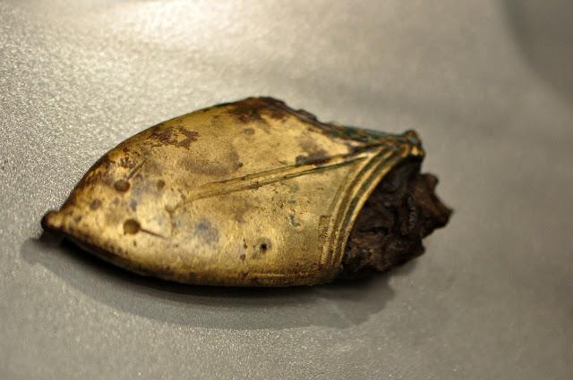 wczesnośredniowieczny trzewik pochwy na wystawie Ukraina przed wiekami w Muzeum Archeologicznym we Wrocławiu