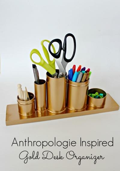Tempat pensil warna emas yang terinspirasi dari anthropologie ini akan membuat meja kerja tampak glamor
