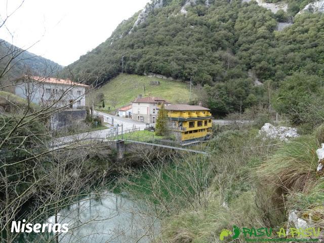 Ruta a la Pica de Peñamellera: Niserias