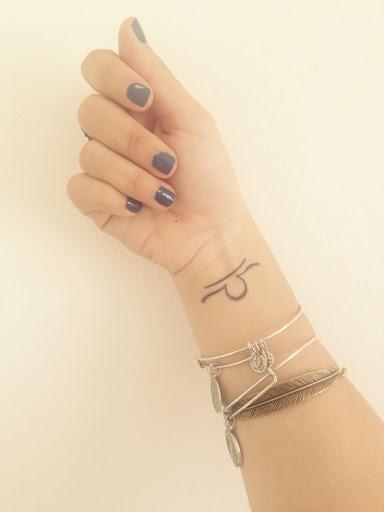 Centrado Libra símbolo no pulso